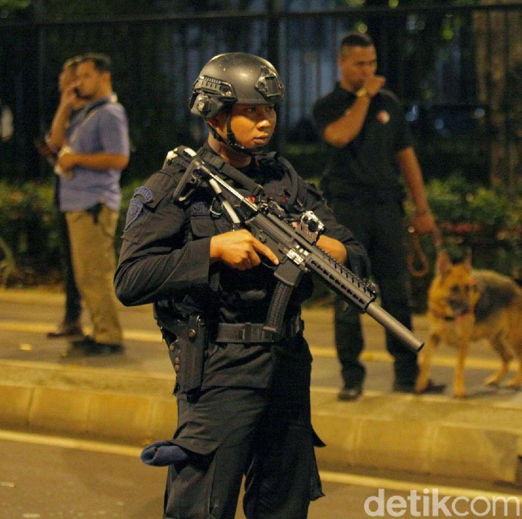 CCTV Detik-detik Ledakan Petasan, Pelaku Diburu