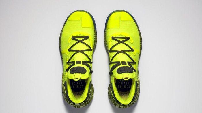 Stephen Curry memutuskan memakai sepatu Under Armour Curry 6. Sepatu dipilih karena punya kisah kekonyolan tentang dirinya sendiri di masa lalu. (Foto: dok. AP)