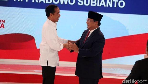 Jokowi dan Prabowo saat debat Pilpres 2019.