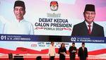 Jokowi-Prabowo Tutup Debat Kedua dengan Peluk dan Swafoto
