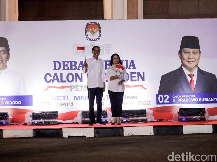 Gaya Jokowi di debat kedua capres 2019. Foto: Rifkianto Nugroho