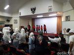 Nobar di Gedung Joang, Relawan Jokowi-Maruf Amin Joget Bareng