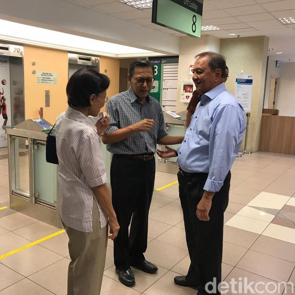 Mantan Wapres Boediono Besuk Ani Yudhoyono di Singapura