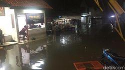 Banjir Rendam Komplek Polri Pondok Karya Mampang, Jaksel