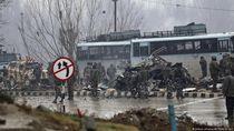 Puluhan Aparat Keamanan India Tewas dalam Serangan Bunuh Diri di Kashmir