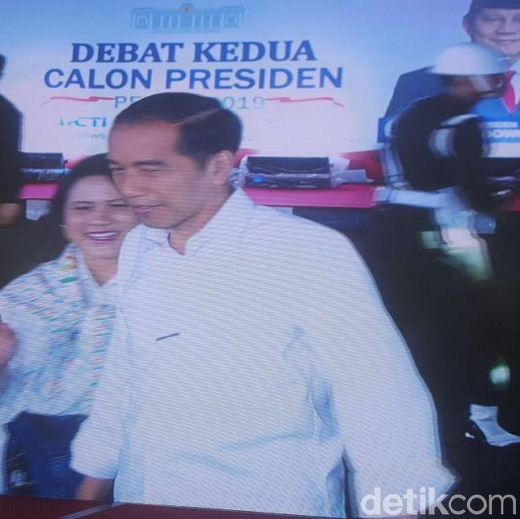 Jokowi-Iriana Tiba di Lokasi Debat, Disambut Hary Tanoe