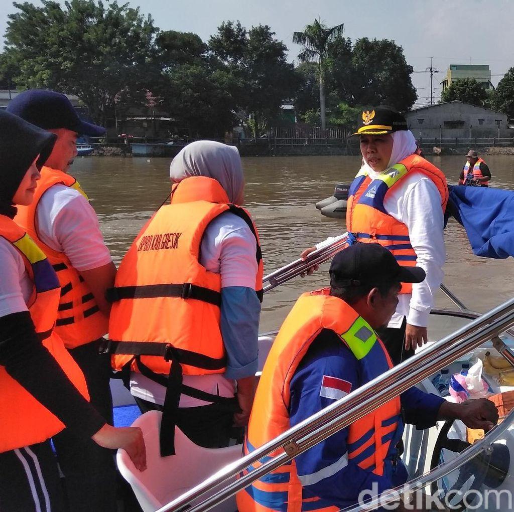 Khofifah Mata-matai Pembuang Popok di Kali Brantas Lewat CCTV