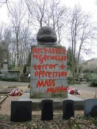 Makam Karl Marx di London Dirusak, Ditulisi 'Architect of Genocide'