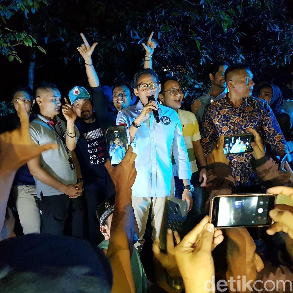 Di Sela-sela Debat Capres, Sandiaga Nyanyi Bareng Warga Cibinong