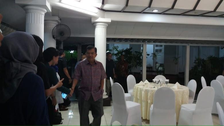 Jusuf Kalla Gelar Nobar Debat Capres Kedua di Rumah Dinas