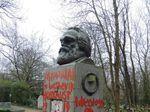 Melihat Lebih Dekat Ragam Coretan di Makam Karl Marx