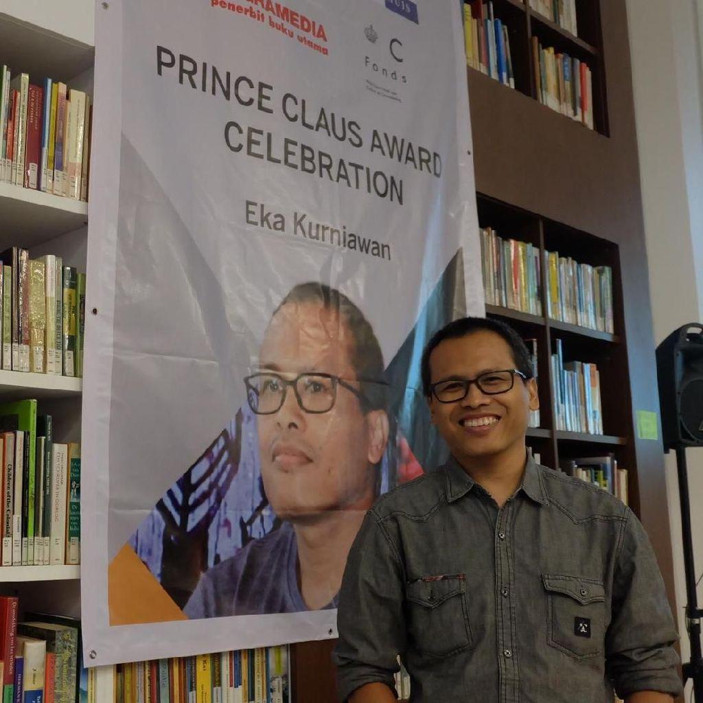 Cerita Eka Kurniawan Raih Penghargaan Prince Claus dari Kerajaan Belanda