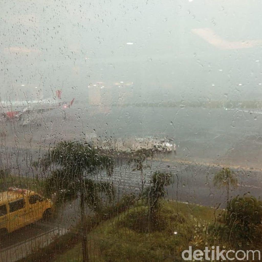 Hujan Lebat, Bandara Adi Soemarmo Ditutup