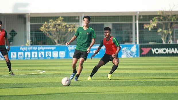 Timnas Indonesia berlatih di Kamboja sebelum laga pertama Piala AFF U-22.