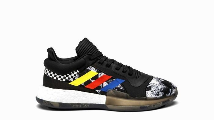 Ini Dia Sepatu yang Dipakai NBA All Stars saat Akhir Pekan. Baik Nike ataupun Adidas mengeluarkan sepatu-sepatu yang bisa dipakai oleh pemain basket kelas dunia ini untuk akhir pekan.