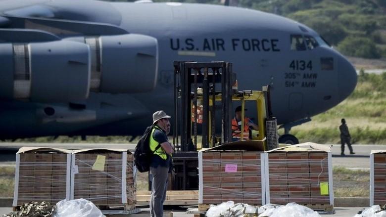 Pesawat yang Angkut Bantuan AS untuk Venezuela Mendarat di Kolombia