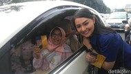 Caleg-caleg Artis Turun ke Jalan Ajak Warga Surabaya Hormati Guru