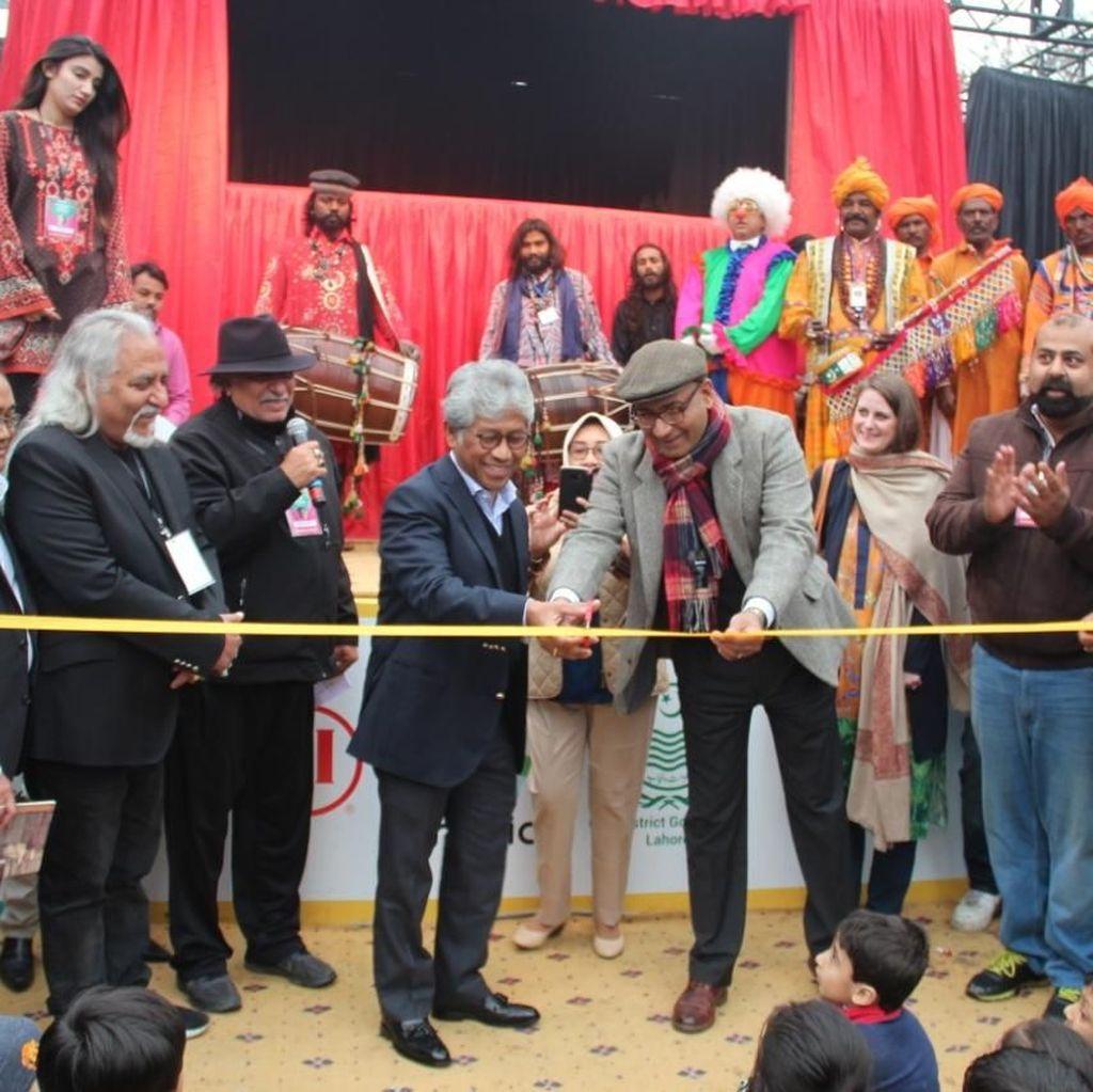 Teater Boneka Papermoon Indonesia Tampil di Kota Budaya Lahore