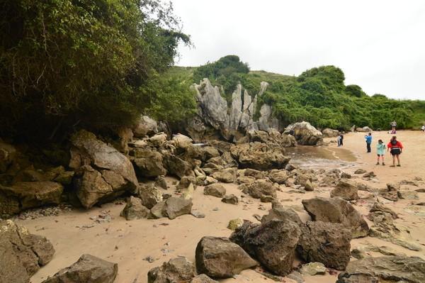 Kadang airnya pasang, kadang airnya surut. Fenomena pantai tanpa laut ini sudah jadi daya tarik wisatawan (iStock)