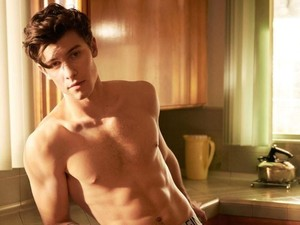 Shawn Mendes Super Hot di Iklan Calvin Klein, Fans Wanita Histeris