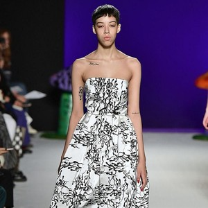 Desainer Tampilkan Busana Bermotif Sperma di London Fashion Week