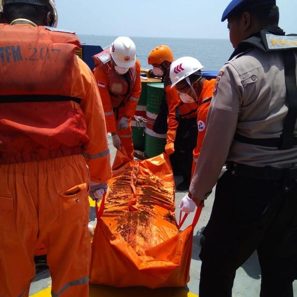 Kapal Terbalik di Karawang, 2 Jasad Nelayan Ditemukan