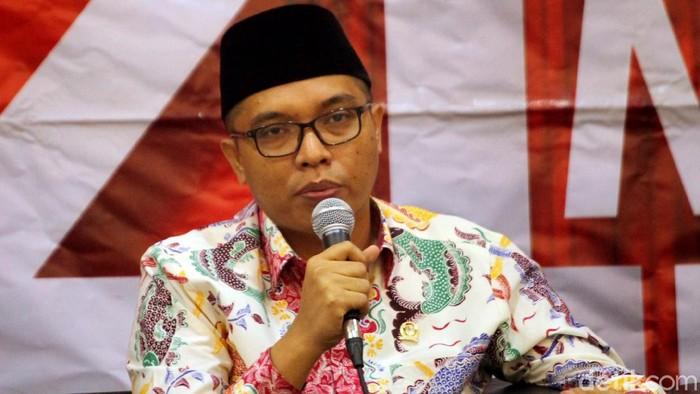 Anggota MPR RI dari Fraksi PPP, Achmad Baidowi, menjadi pembicara dalam Diskusi Empat Pilar MPR RI dengan Tema Potensi Golput di Pemilu 2019 di Media Center MPR/DPR RI, Jakarta, Senin (18/2/2019).