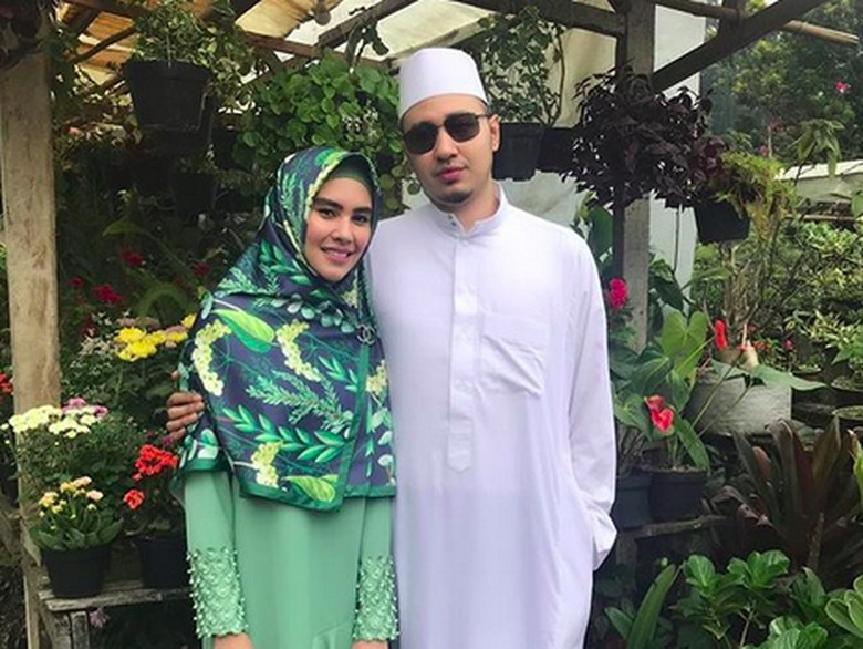 Foto: Kartika Putri dan Habib Usman bin Yahya (instagram)