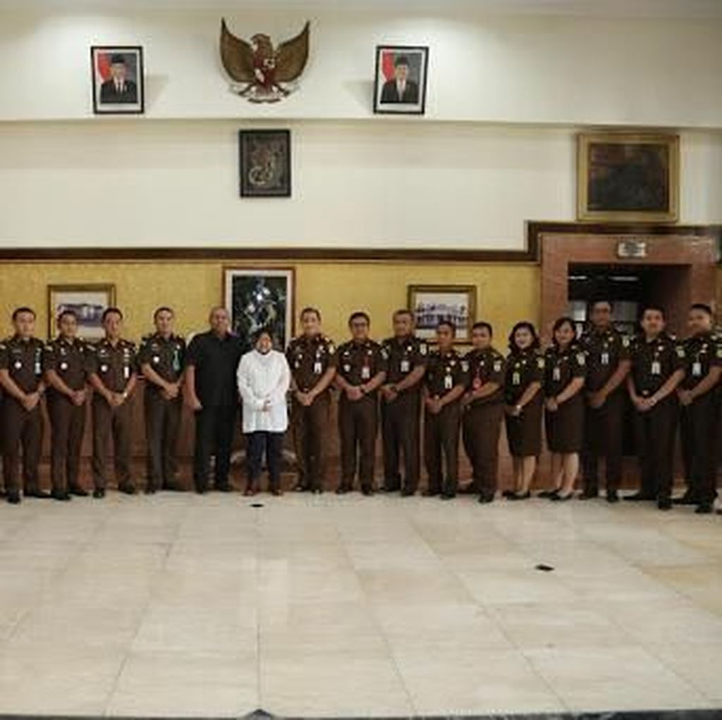 Pemkot Surabaya Beri Penghargaan untuk Kejari Surabaya