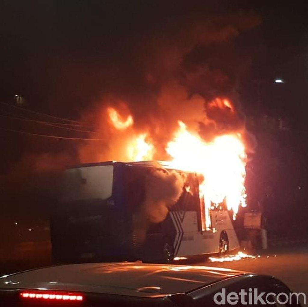 TransJakarta Terbakar di Dekat Pasar Baru Jakpus, Lalin Macet