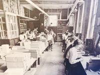 Potret para pekerja di pabrik pulpen di Birmingham di zaman dulu (Facebook/Pen Museum)