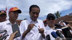 Jokowi Bantah Pakai Earpiece, Ini Loh Pulpennya