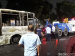 Api Padam, TransJakarta yang Terbakar Dievakuasi