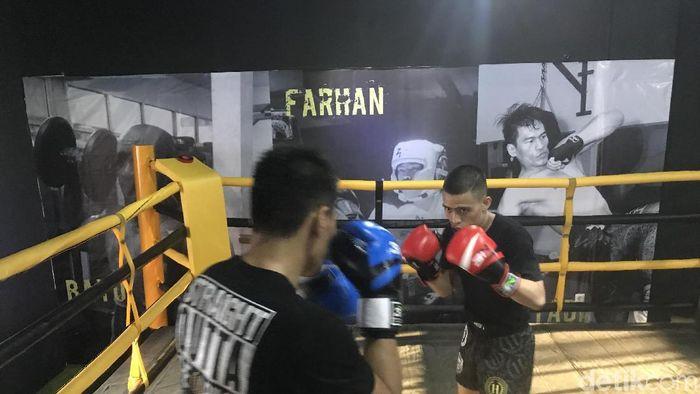 Farhan Hutapea, salah satu penggiat MMA, sedang berlatih di sasana miliknya (Resha Pratama/detikSport)