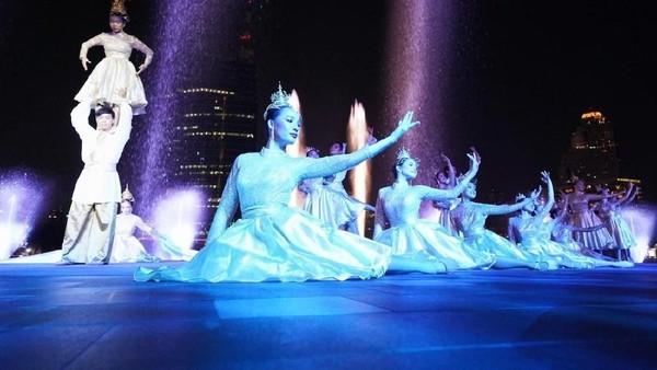 Pada waktu tertentu, traveler juga bisa melihat pertunjukan seni dan budaya Thailand. Seru! (dok ICONSIAM)