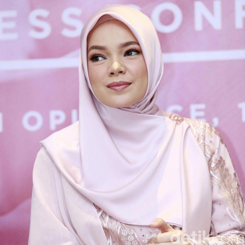 Dewi Sandra Percaya Diri Tanpa Riasan, Inneke Koesherawati Jadi Panutan