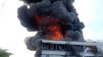 Masih Membara! Gudang di Kawasan Industri Maspion Terbakar