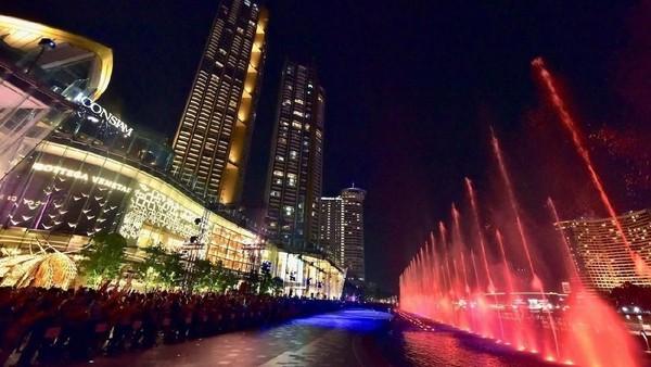 Air mancur ini memiliki panjang 400 meter dan berlokasi menghadap Sungai Chao Phraya yang termahsyur (dok ICONSIAM)