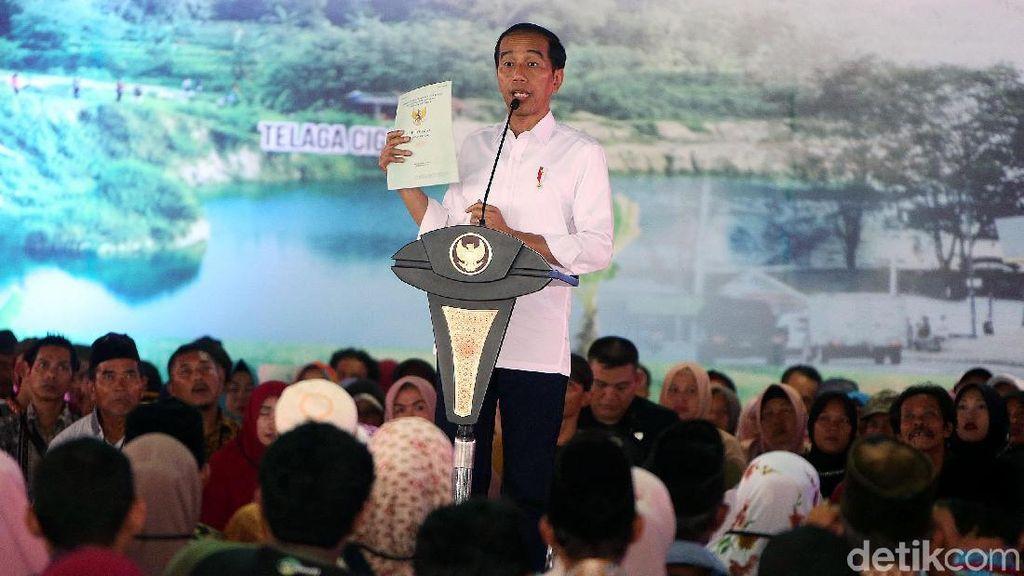 Jokowi Serahkan Ribuan Sertifikat Tanah di Banten