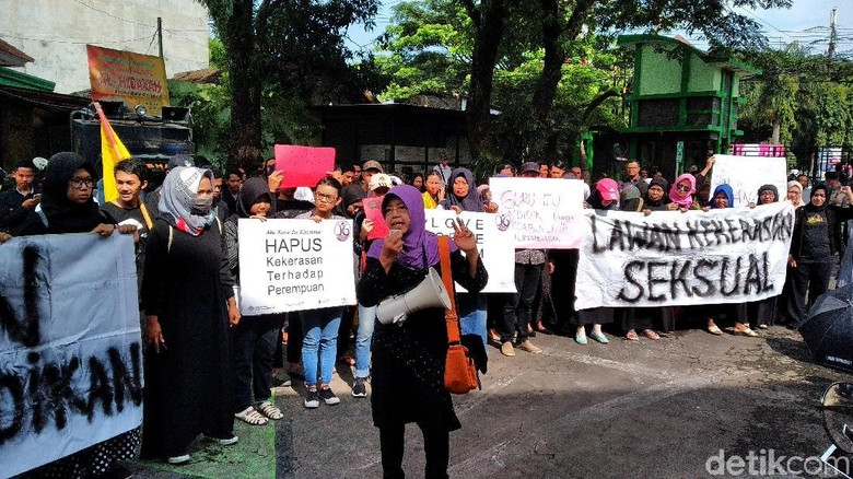 Warga Malang Turun ke Jalan Kecam Kekerasan Seksual Anak