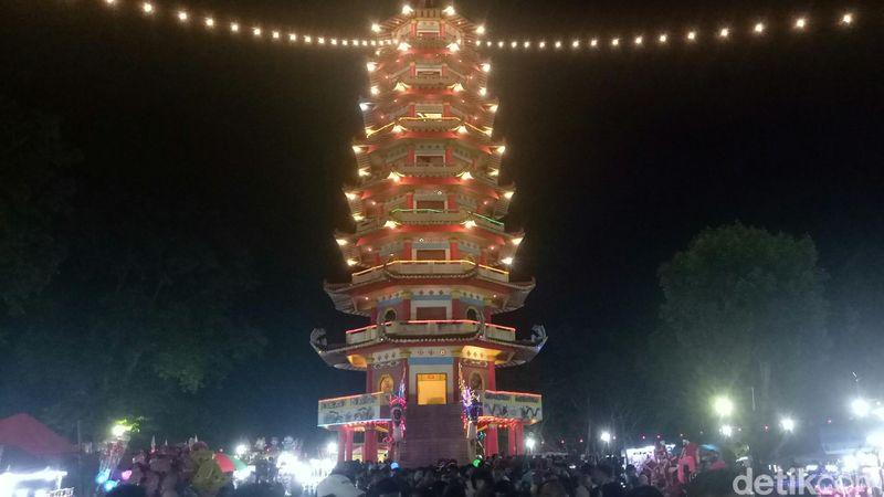 Ribuan pengunjung datang dan merayakan Cap Go Meh, Palembang. (Raja Adil Siregar/detikTravel)