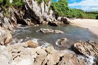 Makanya, terkadang air pantai ini sedikit kalau surut dan banyak saat pasang.