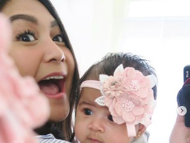 Perjuangan mendapatkan buah hati yang dijalani adik kandung Nagita Slavina lewat program bayi tabung ini, akhirnya berbuah manis dengan kelahiran Ansara pada 29 Agustus 2018. (Foto: Instagram/cacatengker)