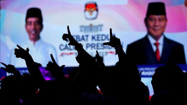 Sorakan 'Raja Utang' dan 'Tukang Bohong' di Debat Capres