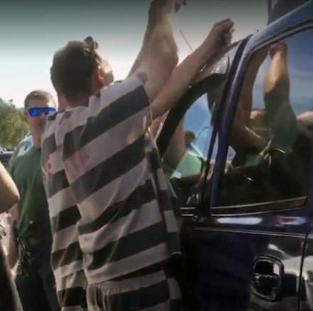 Napi di AS Pakai Gantungan Baju Selamatkan Bayi Terkunci di Mobil
