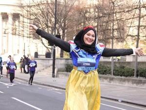 Curi Perhatian, Hijabers Ini Ikut Lomba Lari Pakai Kostum Snow White