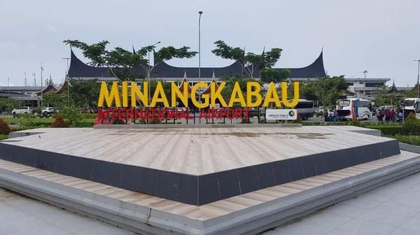 Bandara Minangkabau.Bandara yang terletak di Padang, Sumatera Barat ini memiliki luas 482 hektar dan beroperasi sejak tahun 2005. Pembangunan bandara ini dilakukan untuk menggantikan Bandara Udara Tabing. (Foto Istimewa).