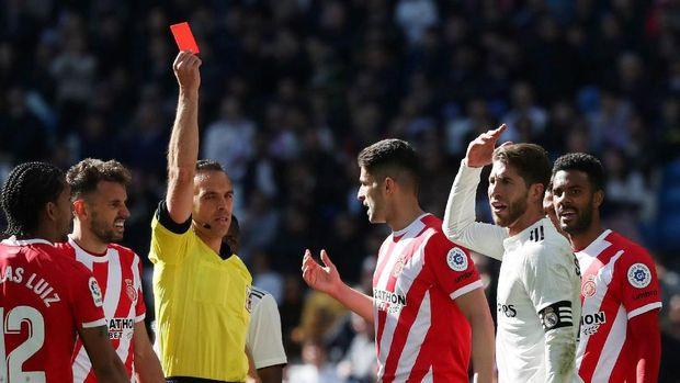 Dalam laga melawan Girona, Sergio Ramos mendapat kartu merah.