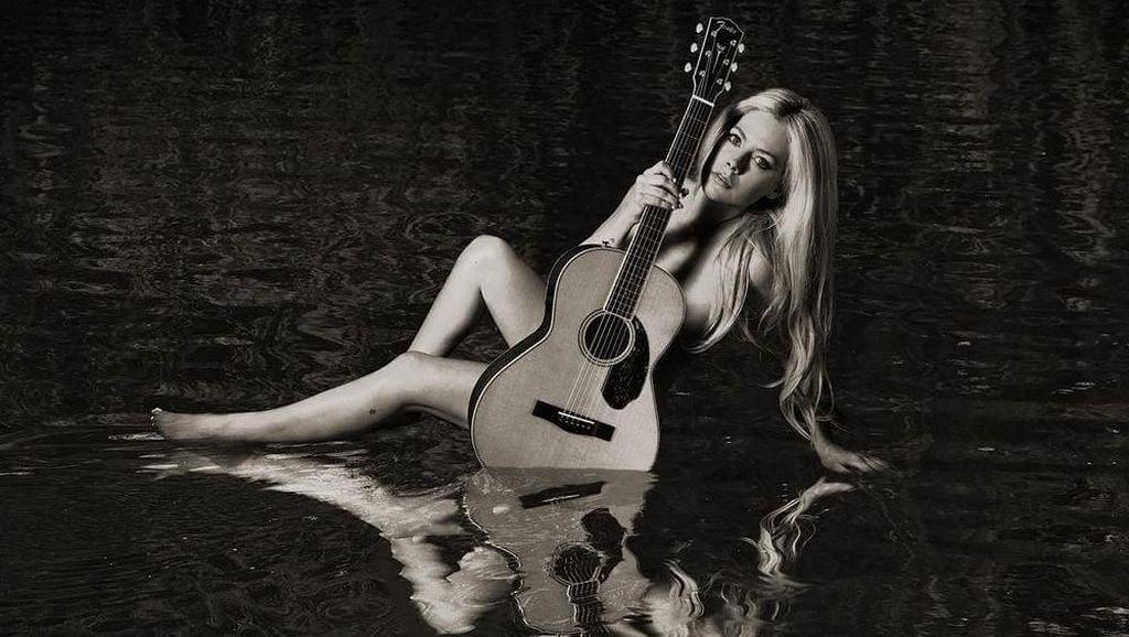 Avril Lavigne Berkisah soal Bangkit Usai Sekarat di Album Head Above Water