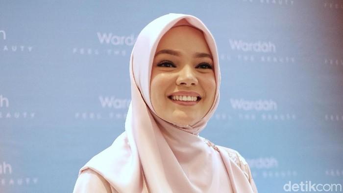 Tatjana Saphira dan Dewi Sandra Wardah